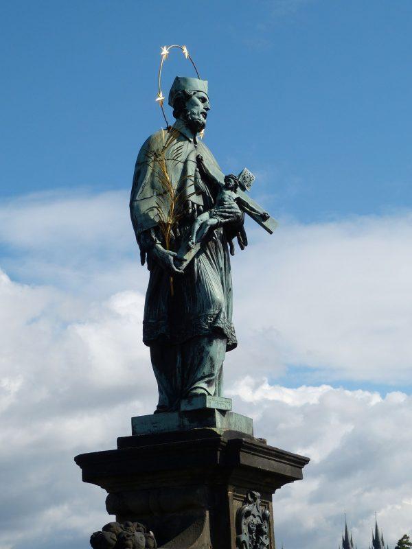 prag-statua-karlov-most